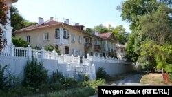 Дома 1950-х годов постройки на улице Охотской