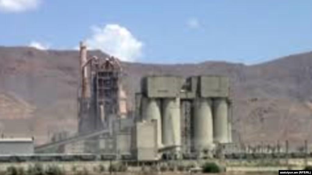 Уволенные сотрудники принадлежащего Царукянам завода «Араратцемента» утверждают, что их уволили за политические взгляды