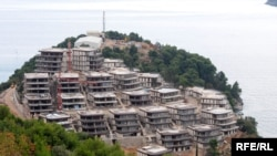 """Projekat """"Zavala"""" kod Budve jedna je od spornih ruskih investicija u Crnoj Gori, juni 2010, fotografije uz tekst:Savo Prelević"""