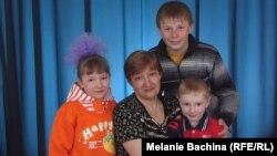 Мингазира Ставская и ее дети – Света, Леша и Саша