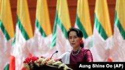 Nagli rast optimizma diplomata izgleda, međutim, da je u oštroj suprotnosti s realnošću na terenu: Aung San Suu Kyi