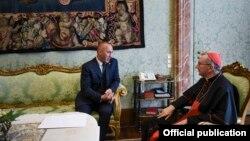 Kryeministri i Kosovës Ramush Haradinaj, gjatë takimit me sekretarin e shtetit, Kardinalin Pietro Parolin në Vatikan.