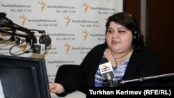 "Khadija Ismayilova in the studio for her RFE/RL Azerbaijani Service program ""After Work,"" 16 Mar 2012"