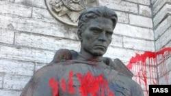 Статуя савецкаму салдату ў Эстоніі