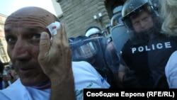 Сред протестиращите има пострадали