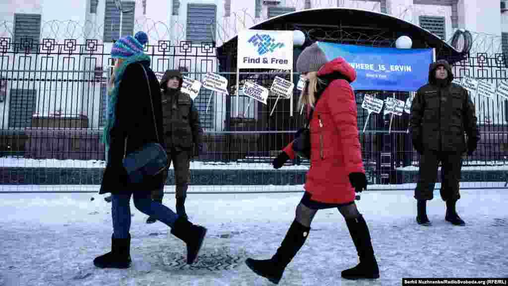 В Крымской правозащитной группе считают, что ко многим похищениям крымчан причастна российская власть полуострова или подконтрольные ей парамилитарные группы