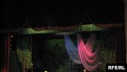 Tamaşa Musiqili Komediya Teatrının səhnəsində mövsümün sonuna qədər-- iyun ayında da göstəriləcək