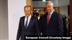 Претседателот на Косово Хашим Тачи со претседателот на Европската комисија Доналд Туск
