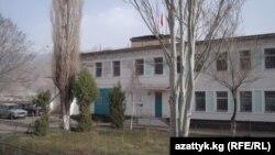 Азиз Батукаев Нарын шаарындагы мына ушул абактан боштондукка чыгарылган.