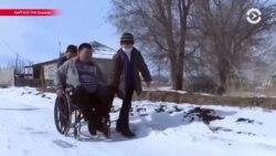 Как прикованный к креслу отец-одиночка воспитывает троих детей