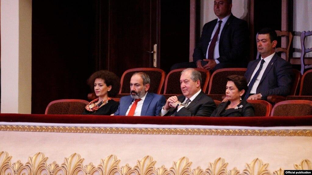 Премьер-министр Армении с супругой приняли участие в церемонии открытия 14-го международного конкурса имени Арама Хачатуряна