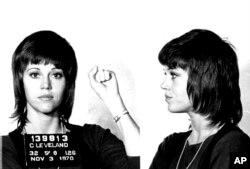 Джейн Фонда при първия ѝ арест в Кливланд, Охайо, 3 ноември 1970 г.