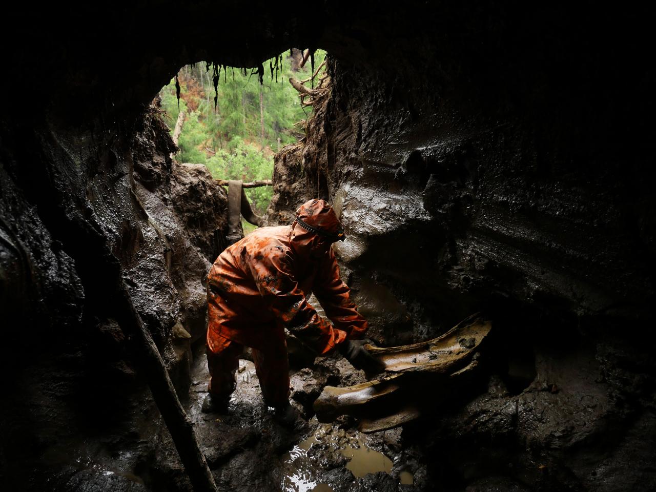 Quarry boys wallowing in thick gluey mud  mudboyukcom