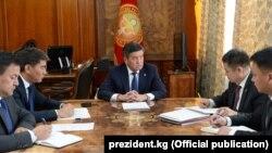 Кыргыз-тажик чек арасындагы абалга байланыштуу өткөн кеңешме.