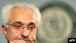 مقامهای ایرانی حدود ۵۰ هزار دلار در بستهای حاوی پارچه چادری به وزیر خارجه پیشین افغانستان داده بودند که او این مبلغ به وزارت مالیه سپرده است