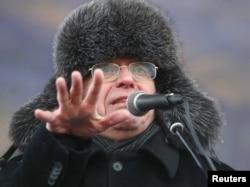 """Сергей Кургинян, лидер движения """"Суть времени"""", на митинге в феврале 2012 года"""