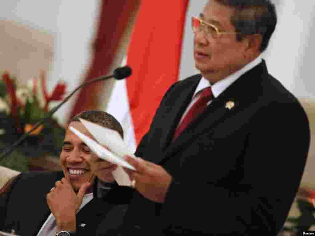 سوسیلو بامبانگ یودهویونو، رئیس جمهوری اندونزی (راست) و باراک اوباما، رییس جمهوری آمریکا - اندونزی