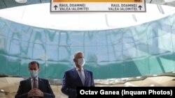 Ludovic Orban și președintele Klaus Iohannis inaugurând metroul din Drumul Taberei în campania electorală de la locale.
