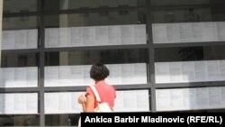 Ispred Zavoda za zapošljavanje u Zagrebu