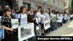 Молодежное крыло политической коалиции «Грузинская мечта» и некоторые другие молодежные организации выступили против массовой рубки деревьев в Тбилиси
