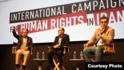 از راست: مازیار بهاری، جوئل سایمون و جان استوارت