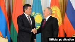 Сооронбай Жээнбеков жана Нурсултан Назарбаев.