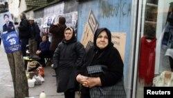 Kosovski Srbi na pijaci u Gnjilanima, 2010. godina