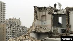 Bakının mərkəzində sökülən binalardan biri (2010)