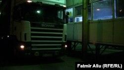 Првиот камион вртен од Косово во Македонија, по воведувањето на целосната забрана за увоз на македонски производи.