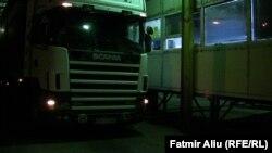 Kamioni i parë të cilit i është ndaluar hyrja në Kosovë transportonte gypa të prodhuara nga një fabrikë në Gjevgjeli; 09 shtator 2013