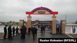 Стадион имени Асылбека Текебаева в Базар-Коргонском районе. 2 ноября 2018 года.