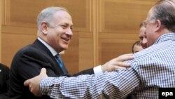 بنيامين نتانياهو پس از آنکه حزب ليکود توانست در انتخابات ۱۰ فوريه ۲۷ کرسی در پارلمان اين کشور به دست آورد از سوی رييس جمهور اسرائيل مامور تشکيل دولت ائتلافی شد.