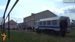 Протягом декількох годин медресе в Сімферопольському районі обшукували озброєні люди в масках