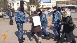 Полиция задержала участницу пикета