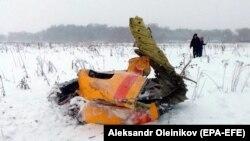 Частина уламків літака, що розбився в Московській області Росії 11 лютого 2018 року