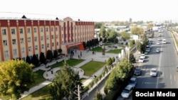 Здание Кыргызско-Узбекского университета в Оше.