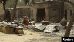 Место недавнего погрома и бесчинств экстремистов в одном из селенийв в нигерийском штатае Борно, 4 февраля 2016