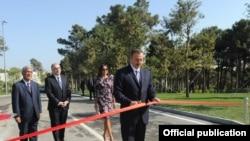 Ильхам Алиев на церемонии открытия нового учебного заведения - Азербайджанской дипломатической академии. Баку, 23 сентября 2012 года.