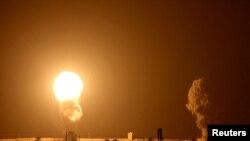 Izraeli légicsapás a Gázai övezetben, 2020. szeptember 16. (Fotó: REUTERS/Ibraheem Abu Mustafa)