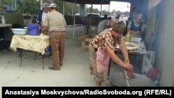 Приготування до свята на польовій кухні блокпосту Чонгар