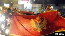 Slavlje pristalica Demokratske partije socijalista nakon izborne pobjede, Foto: Savo Prelević
