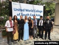 З аднакурсьнікамі па каледжы South East Asia