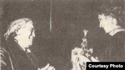 Москва. Кичи театрдагы Кыргызстандын Нарын дубандык музыкалык драма театрынын декадасынын ачылышы.