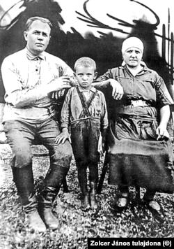A gyerek Gorbacsov szüleivel az 1930-as években