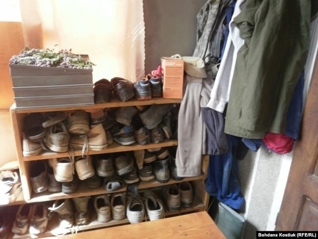 Взуття «на всі випадки життя» у «Бандерівському схроні». 5 серпня 2019 року