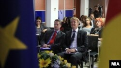 Евроамбасадорот Аиов Орав го презентира извештајот на ЕК за напредокот на Македонија во Скопје.
