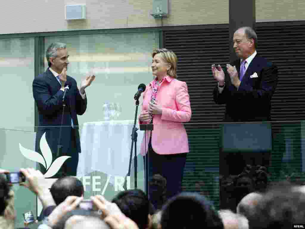 Clinton is applauded by RFE/RL President Gedmin, BBG Governor Jeffrey Hirschberg, and staff.