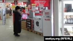 Магазин по продаже электроники и бытовой техники в Шымкенте. 11 февраля 2014 года.