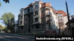 Квартирою в цьому будинку у Львові володіє Олег Улінець