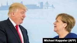 АҚШ президенті Дональд Трамп (сол жақта) пен Германия канцлері Ангела Меркель. Гамбург, Германия, 6 шілде 2017 жыл.